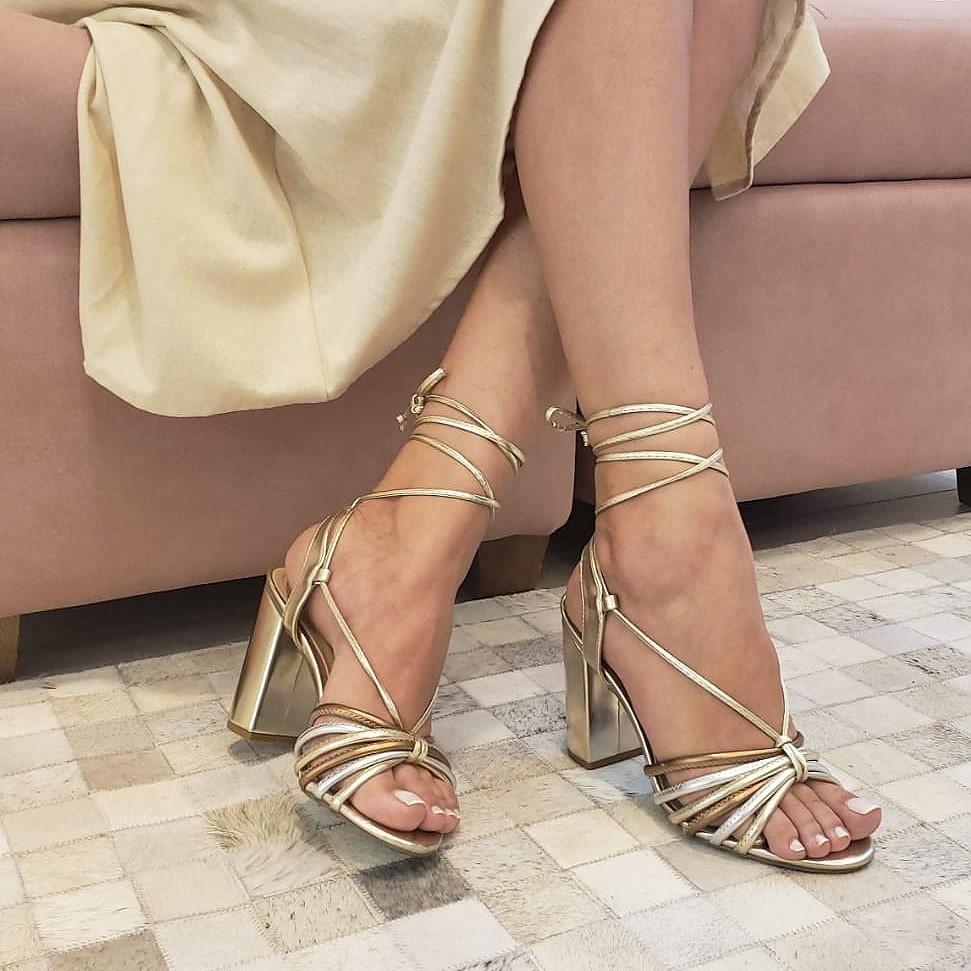 Sandália Salto Grosso Couro Ouro