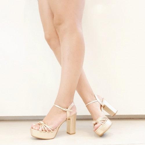 Sandália Plataforma em Couro Ouro